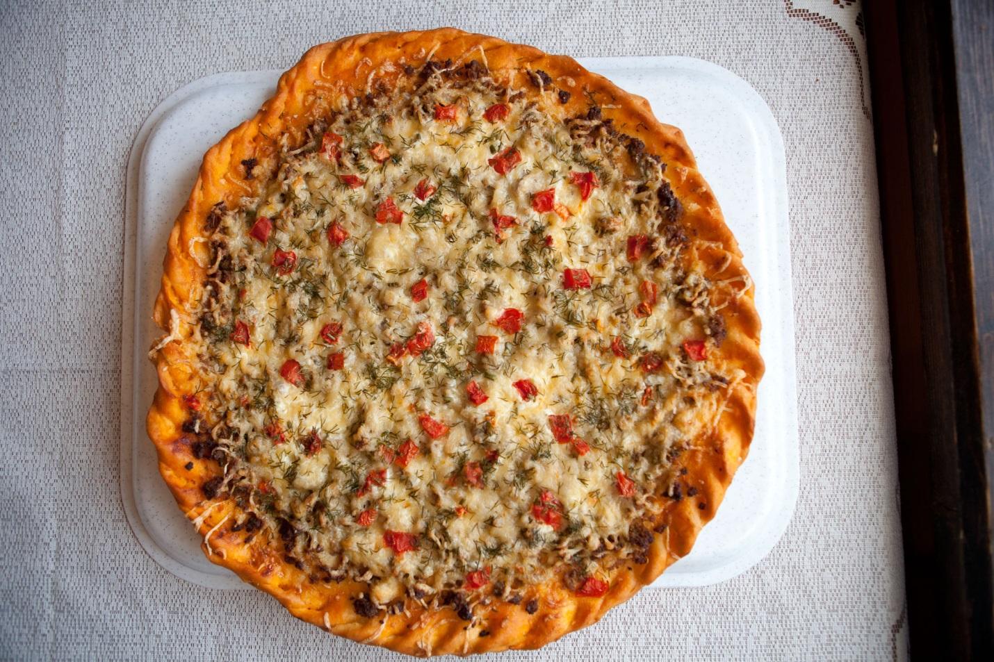 Как приготовить пиццу с фаршем в домашних условиях фото